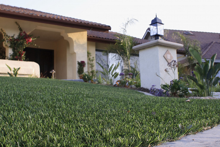 Artificial Grass Gives Homes Better Curb Appeal